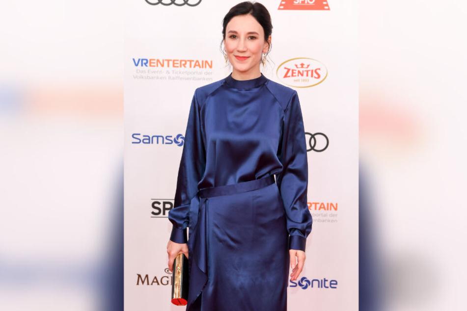 Schauspielerin Sibel Kekilli kam in einer royalblauen Robe nach München.