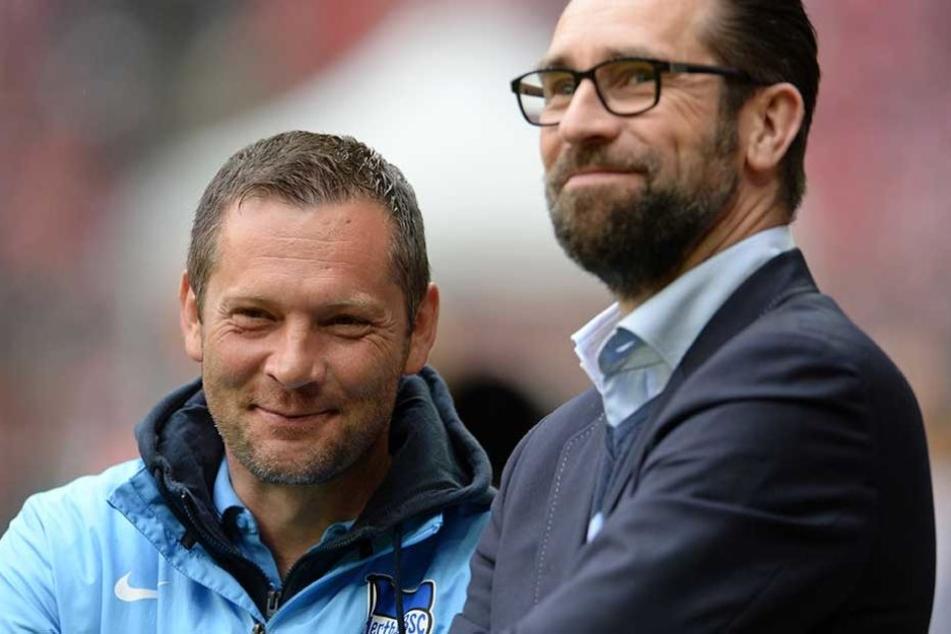 Hertha-Manager Michael Preetz (re.) stärkt seinen Trainer Pál Dardai den Rücken.