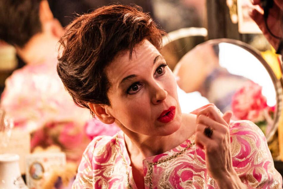 Dennoch rafft sich Judy (Renée Zellweger) auf und liefert in London mehrere herausragende Auftritte ab.