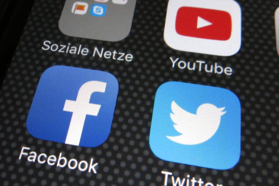 Fast drei Viertel der Deutschen fürchten einer aktuellen Umfrage zufolge, beim Surfen im Internet oder beim Onlineshopping Opfer von Datendieben zu werden.