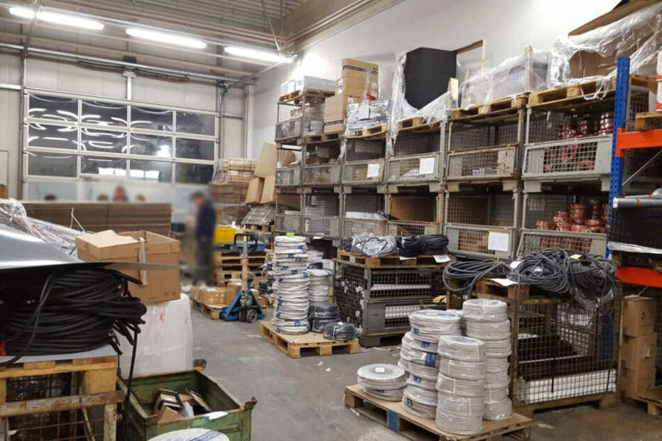 Die Polizei fand bei den Durchsuchungen Waren im Wert von mehreren hunderttausend Euro.