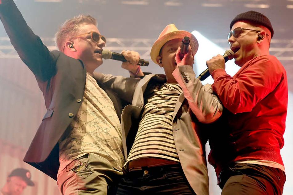 Dokter Renz (Martin Vandreier) (von links), Björn Beton (Björn Warns) und König Boris (Boris Lauterbach) von der Band Fettes Brot.