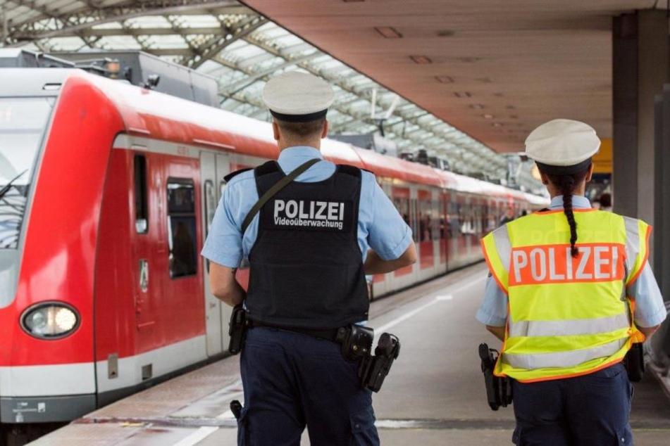 Zwei Kölner Bundespolizisten wurden verletzt. (Symbolbild)