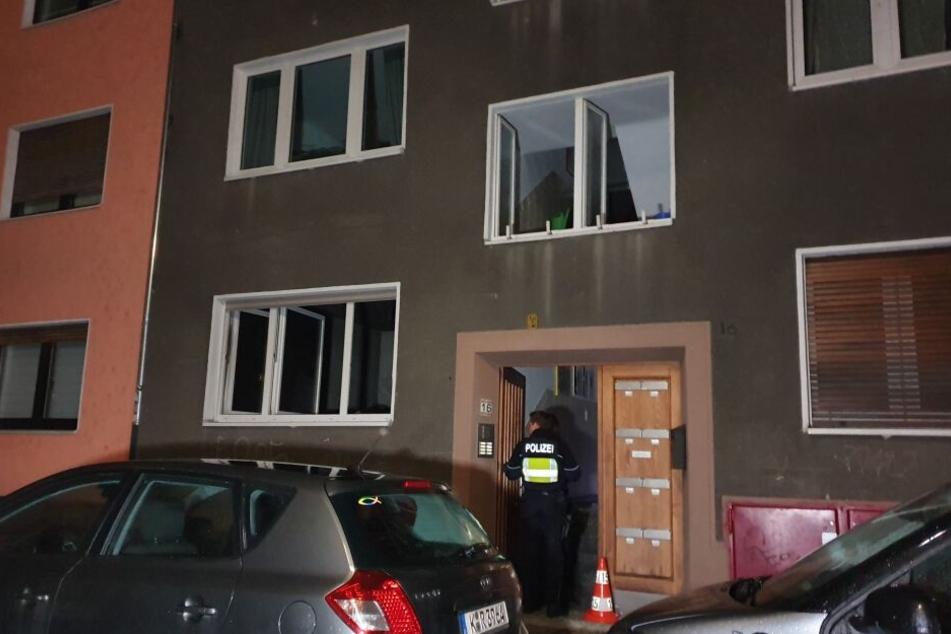 In diesem Mehrfamilienhaus in Köln-Kalk wurde am Samstagabend ein toter Mann gefunden.