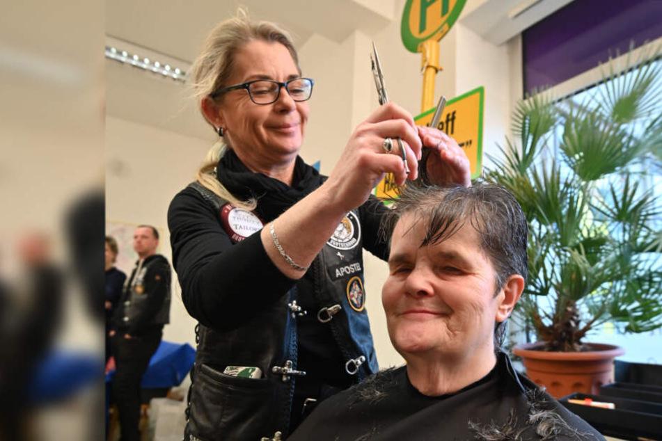 Magret Köhler (65) genoss die Verwandlung unter den Händen von Friseurin Susanne Gergla (50).