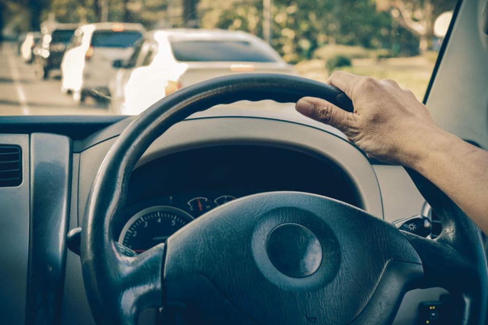 Beim Einparken beschädigte ein Rentner fünf Autos. (Symbolbild).