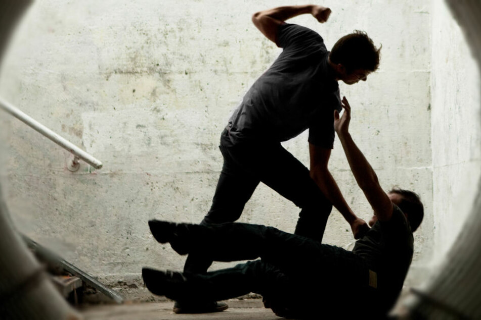 Als sich das Opfer wehrt, flüchtet der unbekannte Täter (Symbolbild).