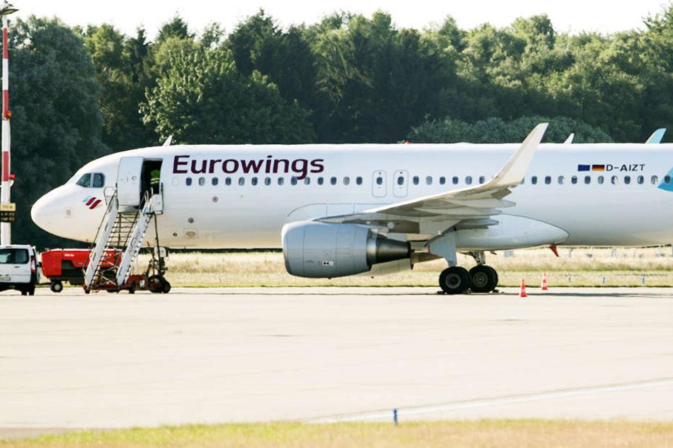 Nach Rauchalarm im Gepäckraum musste der Airbus in Prag landen. (Symbolbild)