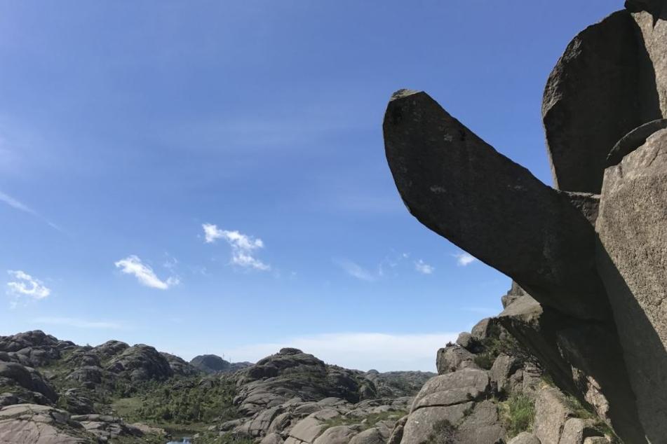In Norwegen haben Unbekannte diese Fels-Penis abgehackt.