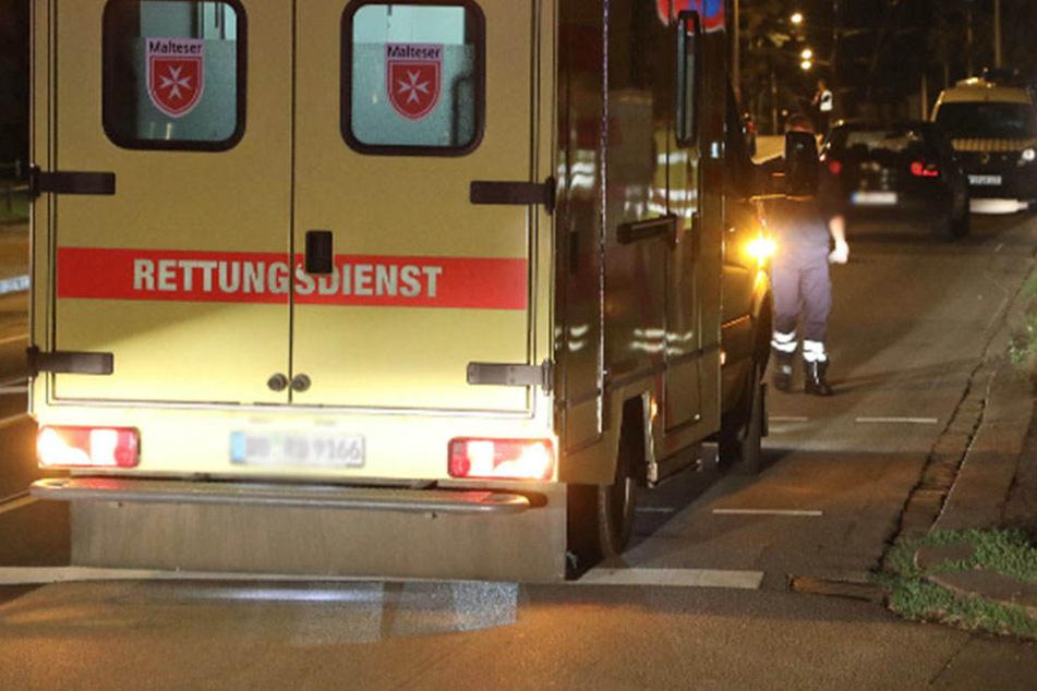 Der schwerst verletzte Fußgänger wurde mit dem Rettungsdienst in die Notaufnahme gebracht. Dort verstarb er wenig später.
