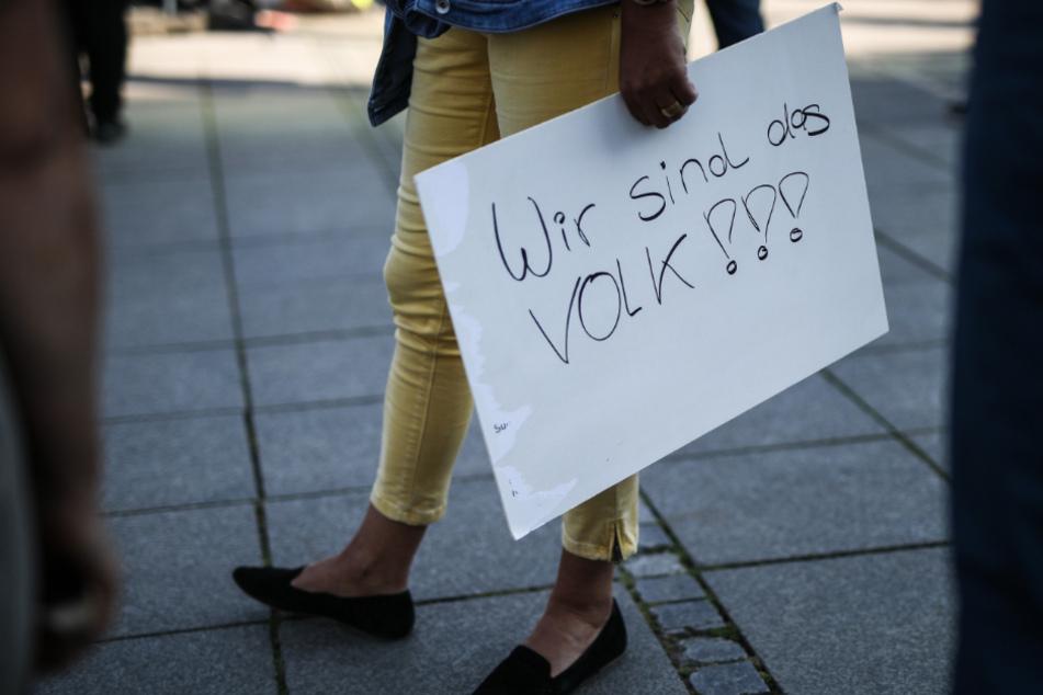 Stuttgart: Extremisten nutzen Corona-Krise für Verschwörungstheorien