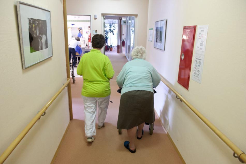 Nur noch Einzelzimmer soll es in NRW-Pflegeheimen geben. (Symbolbild)