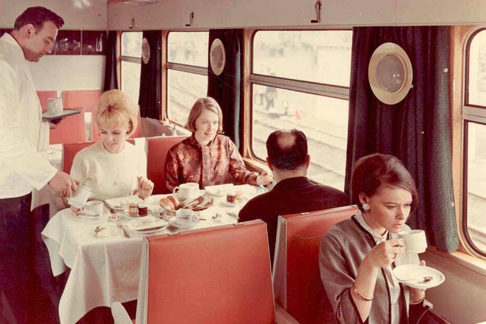 :Die Speisewagen von Vindobona & Co. hatten internationales Flair.