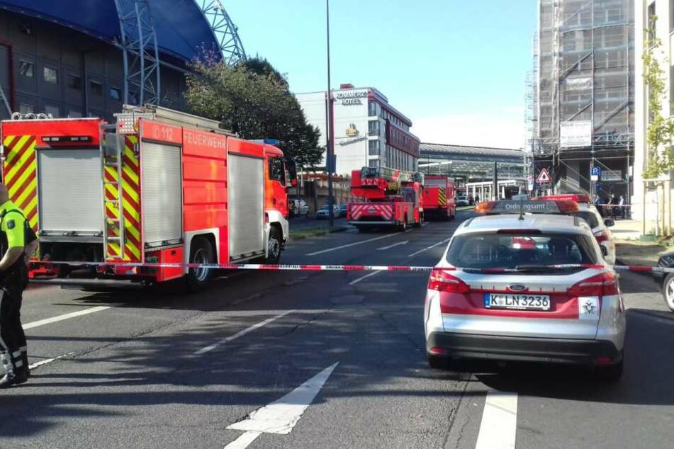 Der Breslauer Platz auf der Rückseite des Kölner Hauptbahnhofes ist weiträumig abgesperrt.