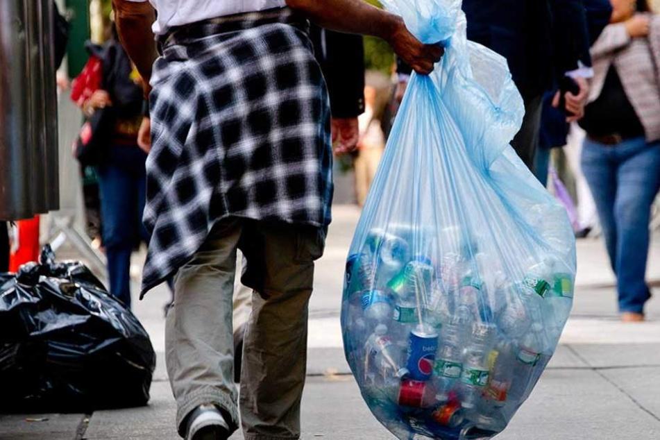 In einigen Läden werden Pfandflaschensammler ihre Ausbeute nicht mehr los.