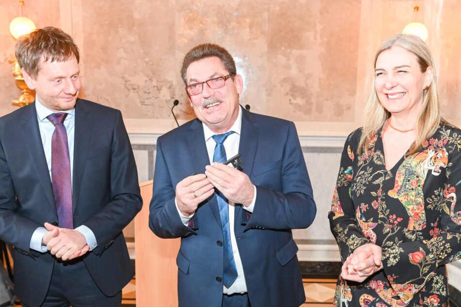Marion Ackermann (43, 2.v.r.) und Ministerpräsident Michael Kretschmer (43., CDU, Mi.) bei der Übergabe des Saals. Sämtliche Details (kl.F.) wurden originalgetreu rekonstruiert.