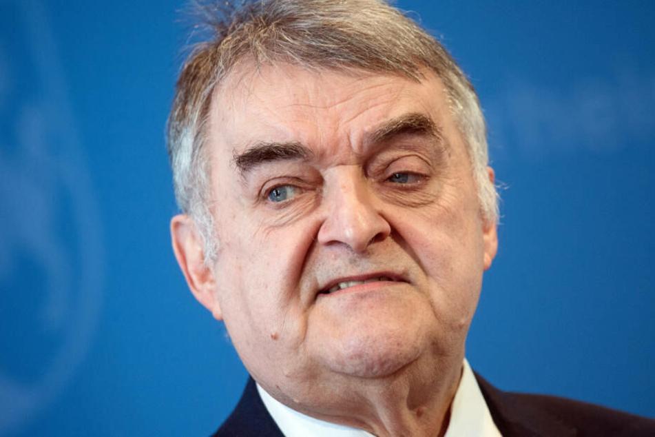 NRW-Innenminister Herbert Reul will weiterhin mit verstärkten Razzien gegen die Clan-Kriminalität vorgehen.