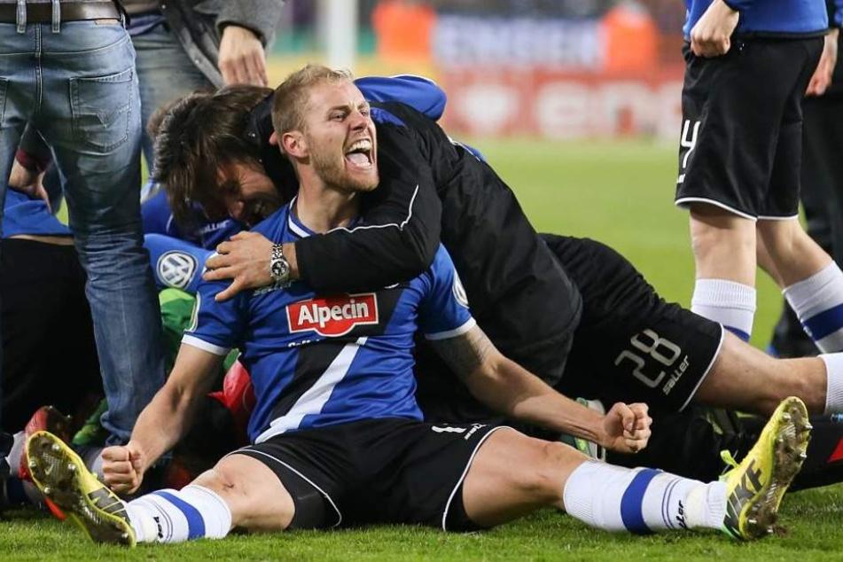 Burmeister hat mit Arminia viele Höhen und Tiefen erlebt. Hier das gewonnene DFB-Pokal-Viertelfinale gegen Borussia Mönchengladbach (5:4 i. E.) aus der Saison 2014/15.