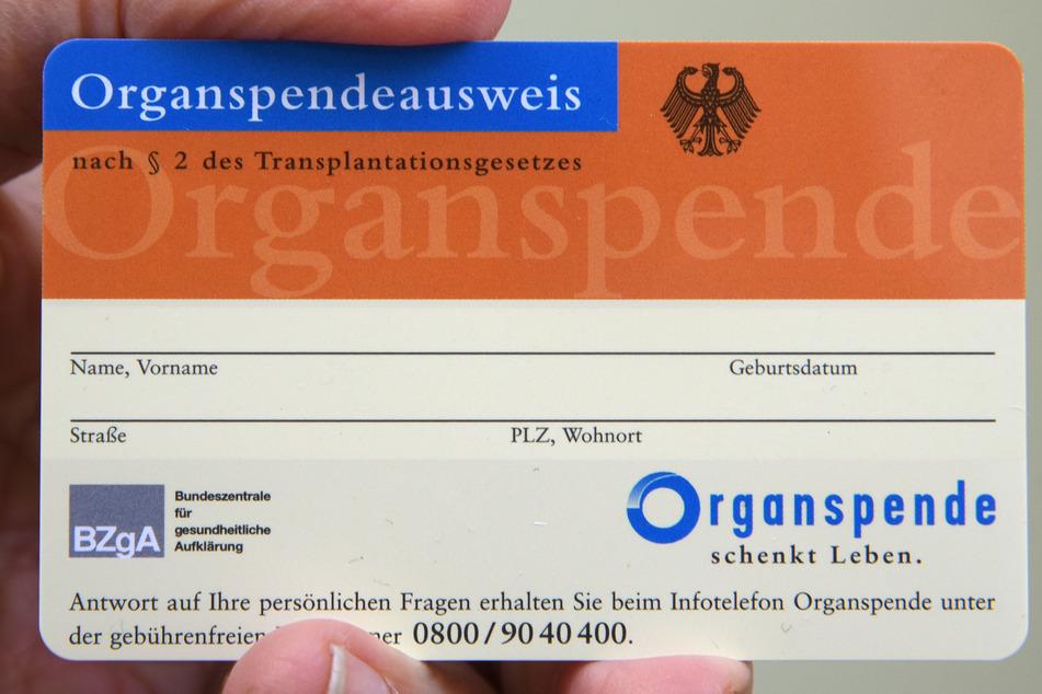 Solch einen Ausweis bekommen Menschen, die sich als Organspender eintragen lassen möchten.