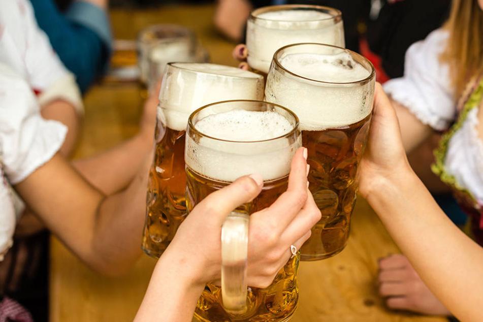 Bei einer Veranstaltung in Zwickau flog plötzlich ein Bierkrug. (Symbolbild)