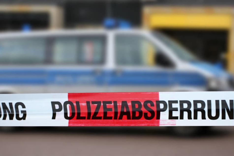 Der mutmaßliche Täter ließ sich von der Polizei widerstandslos abführen (Symbolbild).