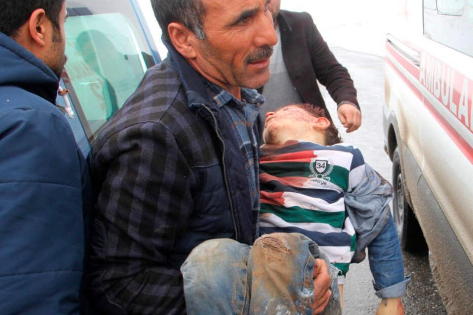 Mindestens acht Tote und viele Verletzte bei Erdbeben in der Türkei
