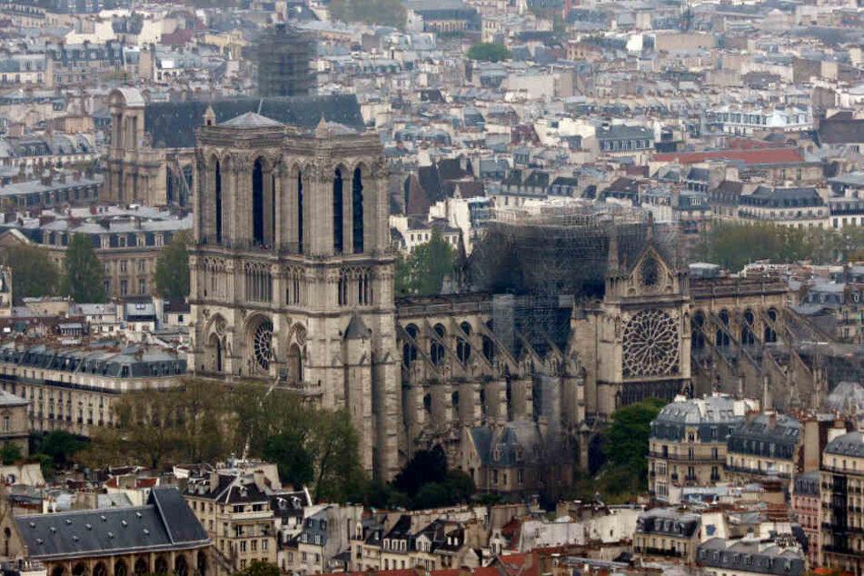 Der Blick vom Bürogebäude Montparnasse auf die Kathedrale Notre-Dame. Nach dem verheerenden Brand am Montagabend (15.04.2019) in der Pariser Kathedrale Notre-Dame sind die Flammen komplett gelöscht.