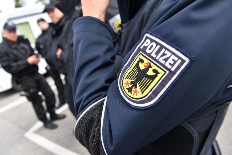 Die Bundespolizisten nahmen den jungen Mann fest und brachten ihn in Angermünde auf's Revier. (Symbolbild)