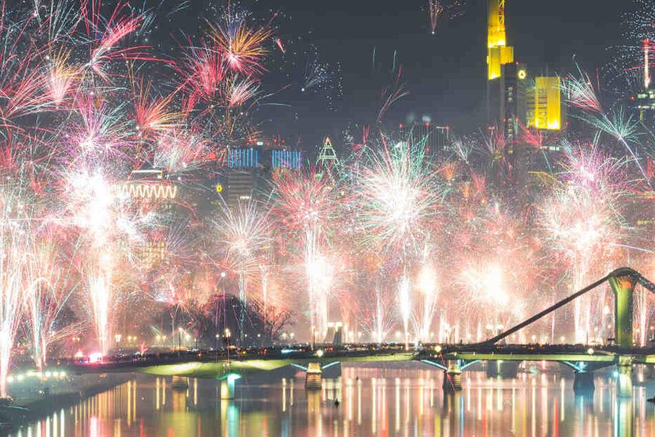 Frankfurt: Silvester in Frankfurt und Rhein-Main: Feuerwerk, Randale, Barrikaden