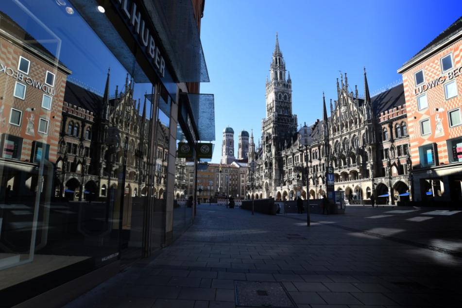 Der Marienplatz ist nahezu menschenleer.