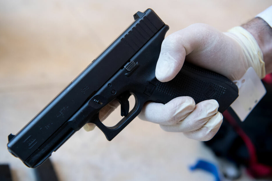 Die Tatwaffe. Mit dieser Pistole erschoss ein 18-Jähriger im Juli 2016 neun Menschen und sich selbst.