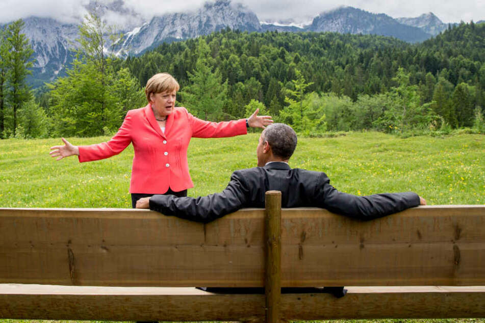 Elmau 2015: Bundeskanzlerin Angela Merkel spricht im Rahmen der G7 Konferenz mit dem damaligen US-Präsidenten Barack Obama. (Archiv)