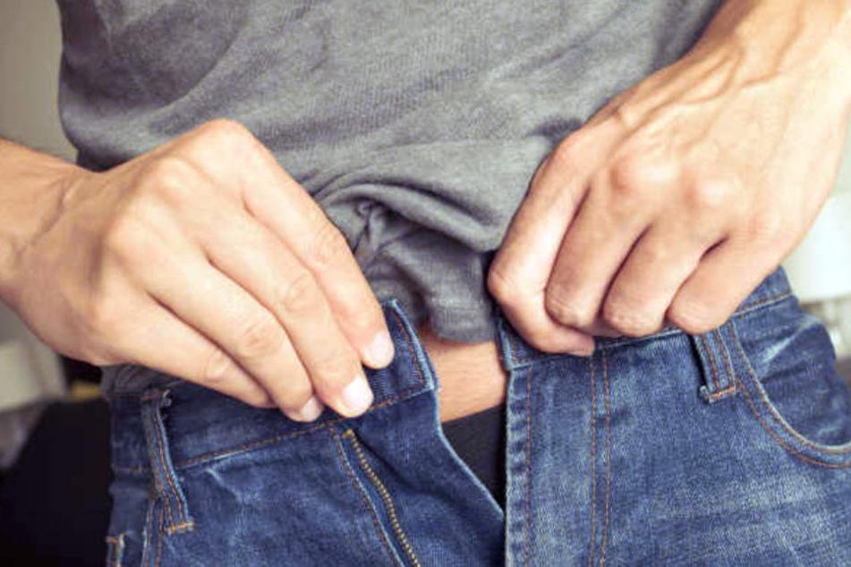 Der Mann wollte sicher gehen, dass er die Aufmerksamkeit der Frauen hatte. Dann zeigte er seinen Penis. (Symbolbild)