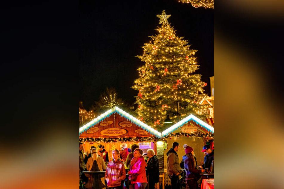 Partner für Spandau lädt auf den atmosphärischen Weihnachtsmarkt in der Altstadt ein. Lecker Essen und Trinken ist garantiert.