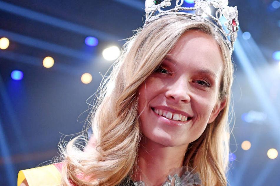 """Nadine Berneis aus Stuttgart, wird im Europa-Park zur """"Miss Germany 2019"""" gekürt."""