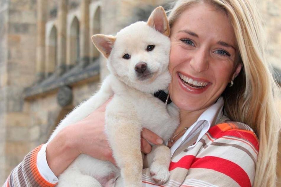 Zuckersüß! Bei soviel Flauschigkeit kann Tierfreundin Stefanie Hertel (38) nur übers ganze Gesicht strahlen.