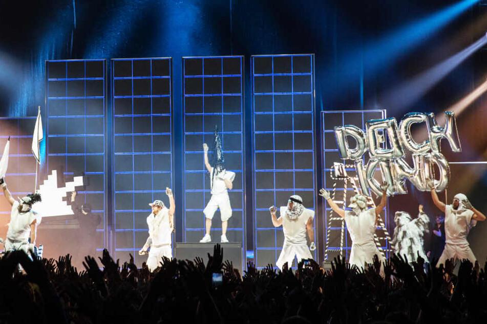 Die Band ist bekannt für ihren verrückten Live-Shows.
