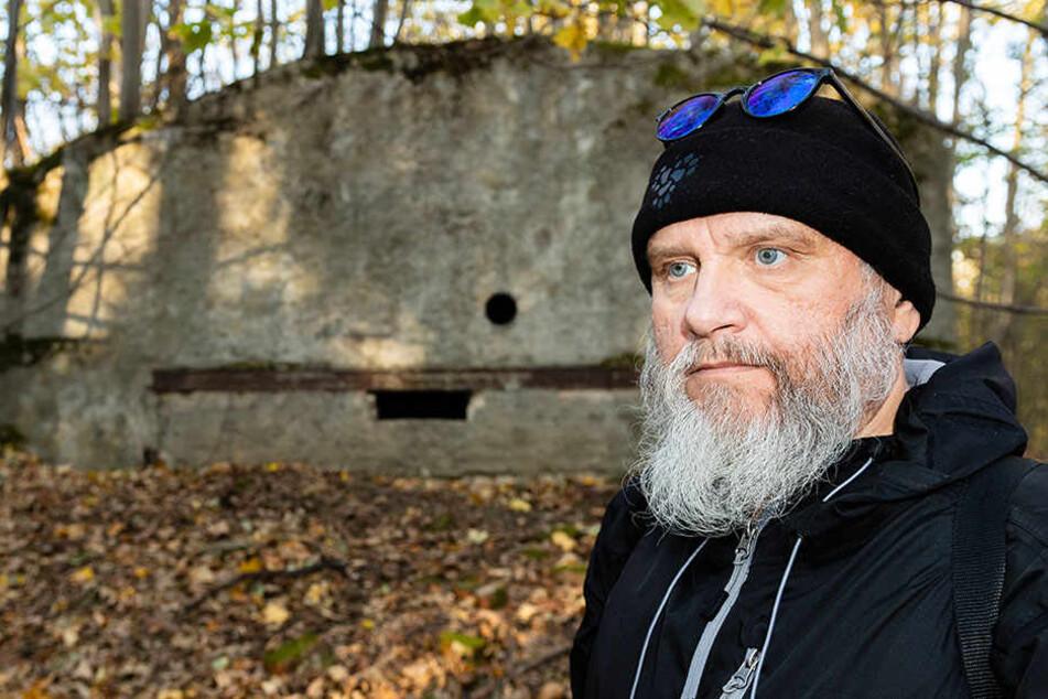 Falk Nützsche (59) will den Bunker als Denkmal erhalten.