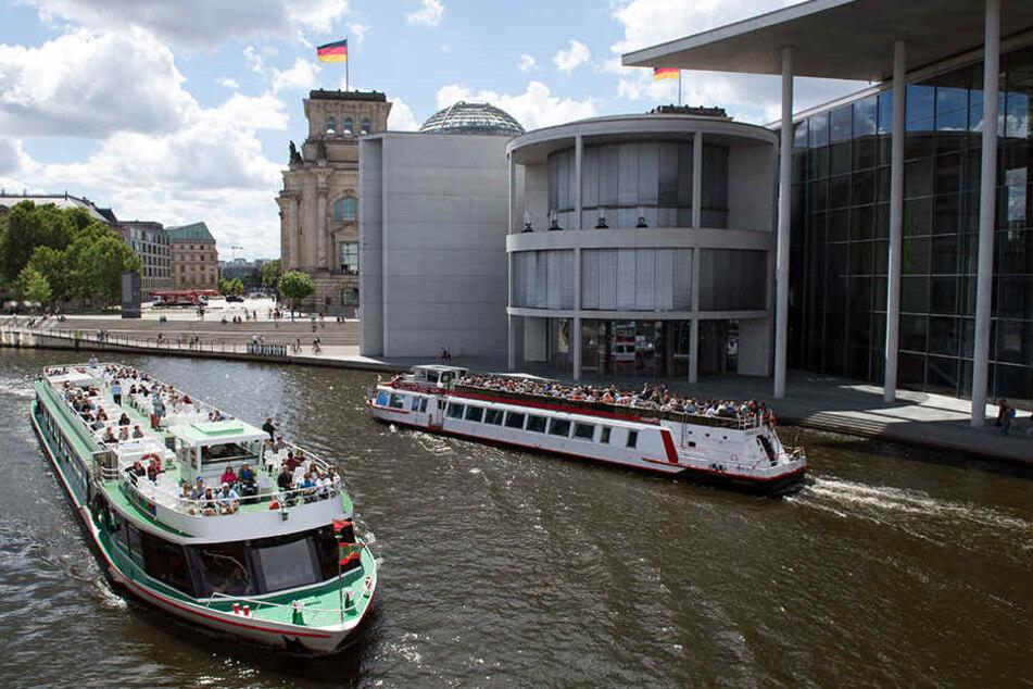 Im Berliner Regierungsviertel dürften bei der aktuellen Hitze nicht ganz so viele Beamte anzutreffen sein.