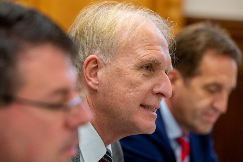 Clemens Prokop (M), leitender Oberstaatsanwalt gab neue Details in Regensburg bekannt.