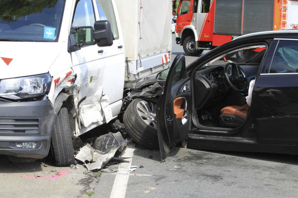 Die beiden Autos wurden stark beschäftigt und konnten nicht mehr weiterfahren.