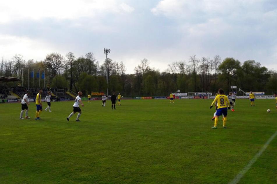 Trotz Führung in der ersten Halbzeit gingen die Spieler von Lok Leipzig mit einer Niederlage vom Platz.