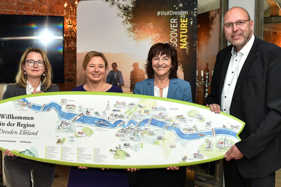 Tourismusbürgermeisterin Annekatrin Klepsch, DMG-Geschäftsführerin Corinne Miseer, Wackerbarth-Chefin Sonja Schilg und Meißens OB Olaf Raschke (v.l.n.r.) freuen sich über die guten Tourismuszahlen.