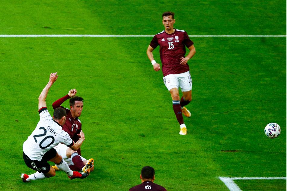 Robin Gosens (l.) erzielte endlich sein erstes Länderspieltor für Deutschland. Hier trifft der dynamische Profi von Atalanta Bergamo zum 1:0.