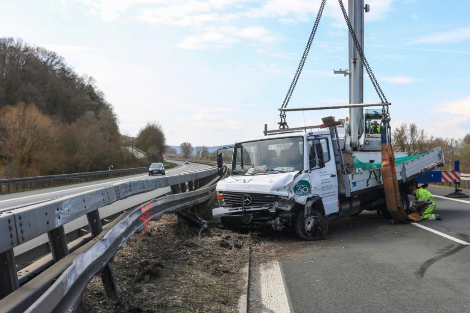 Unfall A73: Geisterfahrer auf A73 verursacht Unfall mit Lastwagen