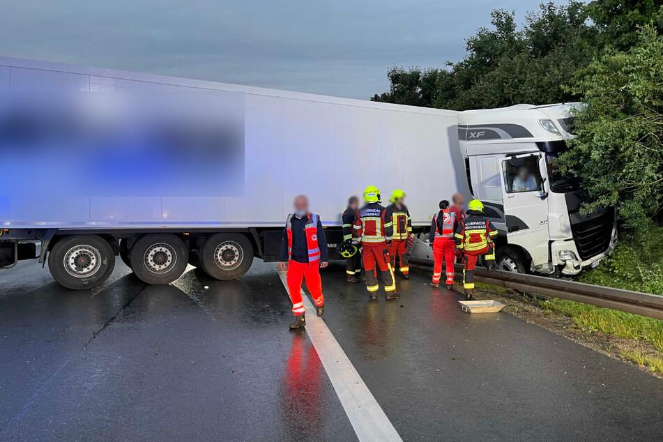 Schwerer Lkw-Crash auf der A72: Autobahn stundenlang voll gesperrt