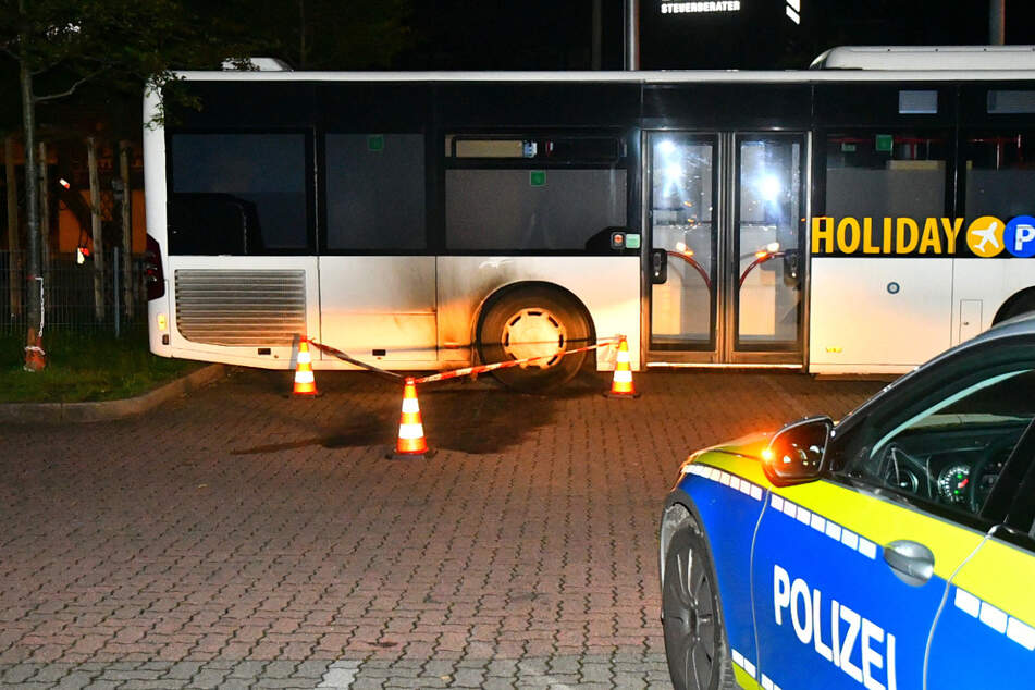 Der hintere Teil des Busses wurde durch den Brand verrußt.