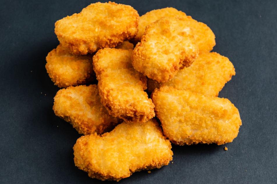 Das Kind aß Chicken Nuggets und erstickte daran. (Symbolbild)
