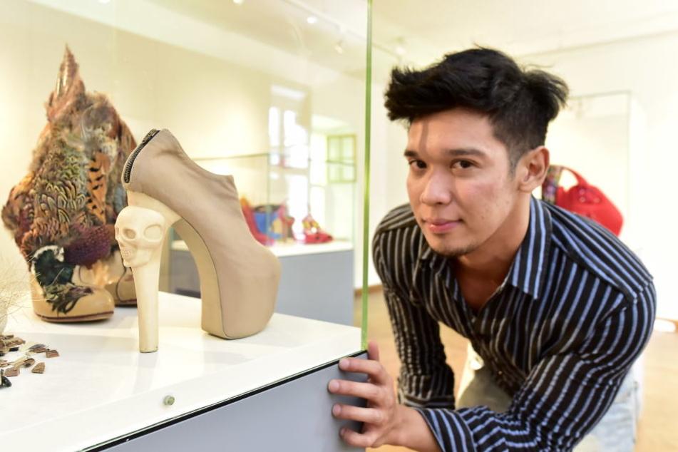 Dieser Totenkopf-Schuh machte Pop-Ikone Lady Gaga (31) auf den Designer Kermit Tesoro (29) aufmerksam.