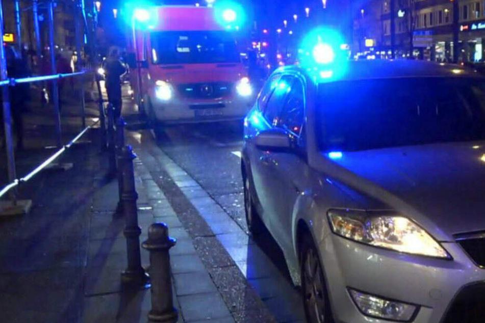 Das Opfer rief noch selbst den Krankenwagen. (Symbolbild)